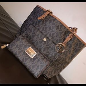 Michael Kors bag w/ Wallet